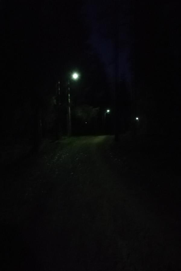 Pimeää on